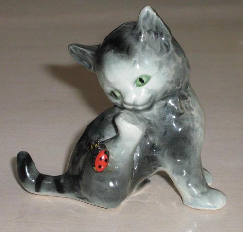 147573_101208151203_Goebel_-_Cat_with_Ladybug_CK45A.JPG